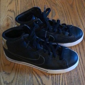 Nike high tops size 5y.  Black/gold